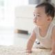 Bayi Merangkak Mundur, Ini Penyebab dan Cara Mengatasinya